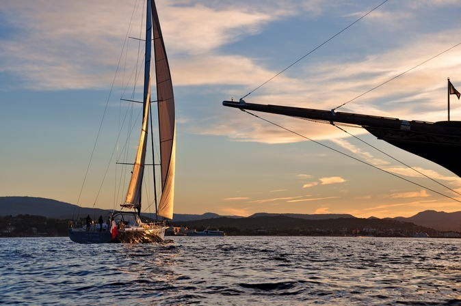 sailing in sunset with alu composite super yacht