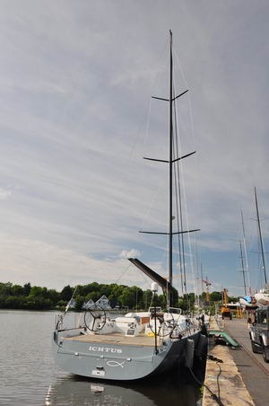 carbon mast aluminum super yacht